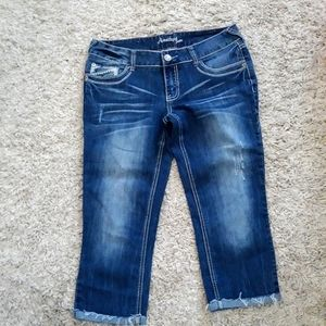 New without tags capri distressed jeans